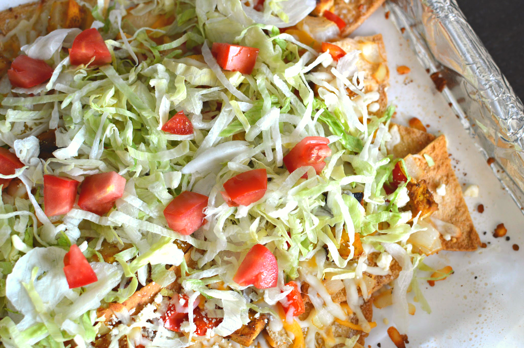 greek nachos with lemony chicken and tzatziki