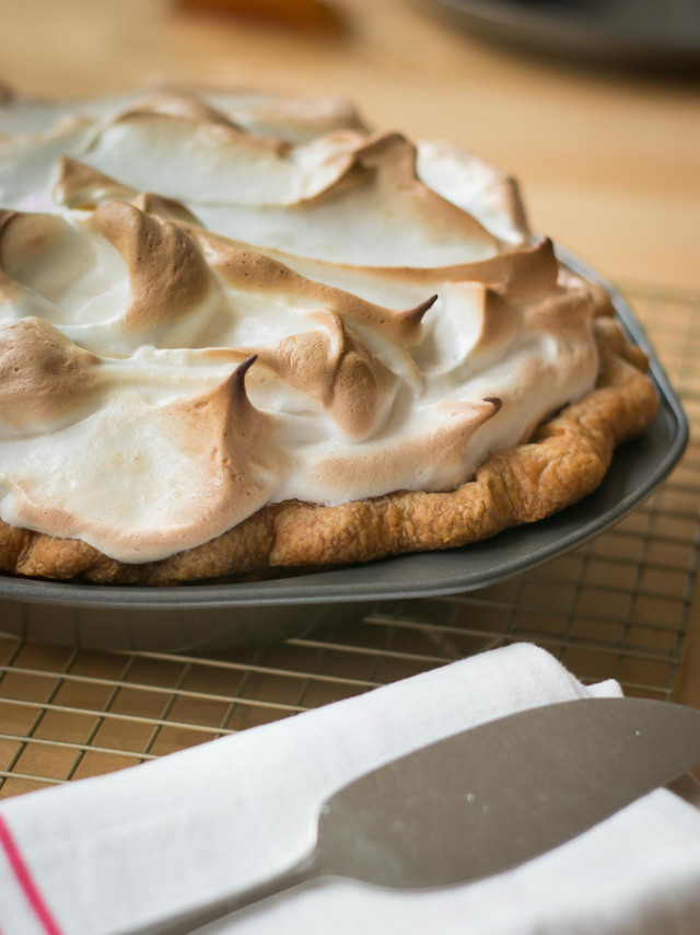 Pumpkin-pie-recipe-with-toasted-marshmallow-topping-7